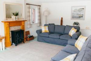 A seating area at Meadow Drift Cottage