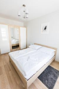 A bed or beds in a room at Apartament 3d Szczecin