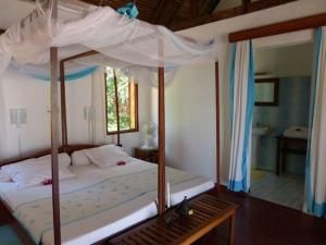 A bed or beds in a room at Au Belvédère La Villa offers a grand expirience wail in Madagascar