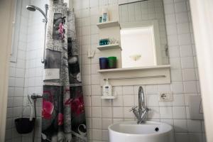 A bathroom at Hanging Garden
