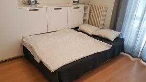 A bed or beds in a room at Hidden Gem close to hockey stadium with terrace