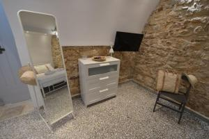 A television and/or entertainment center at Yiasemi Corfu Luxury Studio