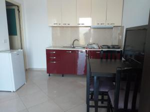 A kitchen or kitchenette at Grand View Seaside Apartment