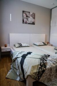 Un ou plusieurs lits dans un hébergement de l'établissement Apartments Bazar