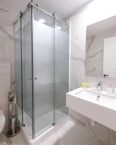 A bathroom at La Maltese Mansion
