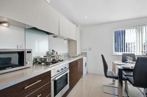 A kitchen or kitchenette at Valentis Contractor Apartments Harlow / Stansted