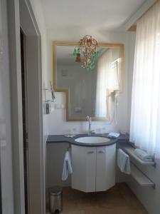A bathroom at Hans Mauracher Schlössl
