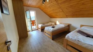 A bed or beds in a room at Chaty Krušetnica