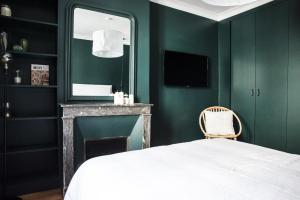 A bed or beds in a room at Dreamyflat - Montmartre ll
