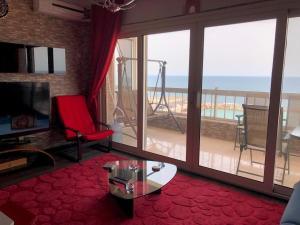 Ein Sitzbereich in der Unterkunft Blue Bay Beach