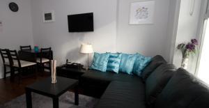 A seating area at Ellis Quay Apartments