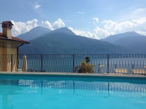 Der Swimmingpool an oder in der Nähe von Residenza La Pianca