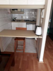 Una cocina o zona de cocina en Encomenderos Apart Hotel