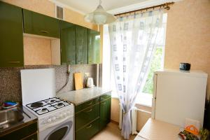 A kitchen or kitchenette at KvartiraSvobodna - Apartment at Bolshoy Kondratyevskiy