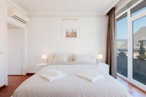 A bed or beds in a room at Appart Mons City Concept - Terrasse & Grand-Place