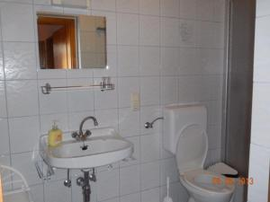 A bathroom at Appartments Kastanienbaum