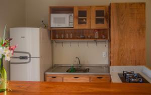A kitchen or kitchenette at Villa das Palmeiras