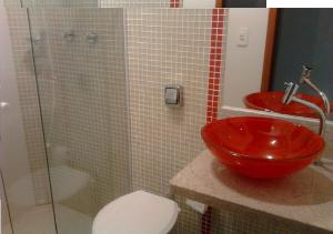 Um banheiro em Apartamento Praia do Lazaro