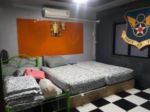 Кровать или кровати в номере Sattahip street