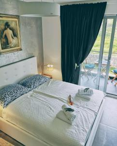 A bed or beds in a room at Romana Dream apartment