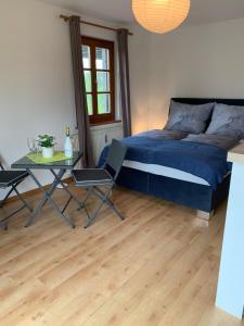 Ein Bett oder Betten in einem Zimmer der Unterkunft Garconniere im grünen Herzen von Salzburg