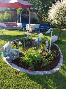 Ein Garten an der Unterkunft Ferienwohnung Zur Idylle