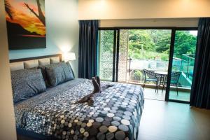 Ein Bett oder Betten in einem Zimmer der Unterkunft The Pearl Luxury Pool Villas