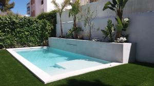 The swimming pool at or near Casa en Sitges