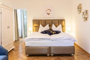 Ein Bett oder Betten in einem Zimmer der Unterkunft Exclusive Apartment Le nozze di figaro