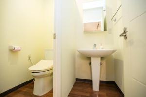 A bathroom at Condominium Palace Resort Chatan A / Vacation STAY 28349
