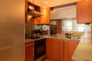 A kitchen or kitchenette at Stylish and comfortable Lace Market Studio Apartment
