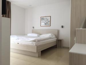 A bed or beds in a room at Apartments Gaja