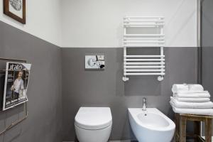 A bathroom at Charming flat Righi Bologna