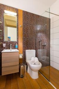 A bathroom at Greatland Villas
