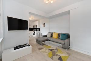 A seating area at Chiltern Street Serviced Apartments