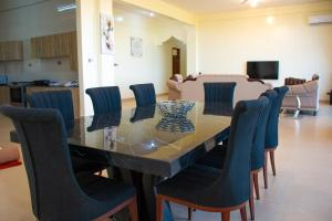 A restaurant or other place to eat at Nyali Golf View Residence