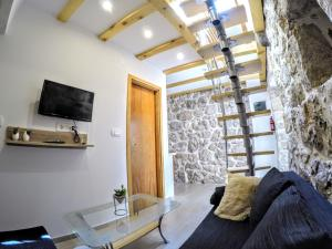 A television and/or entertainment centre at Authentic ap for 2, Babino Polje,Mljet