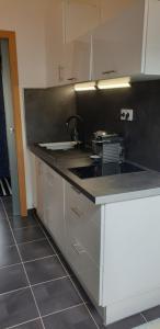 A kitchen or kitchenette at joli studio calme coeur de ville