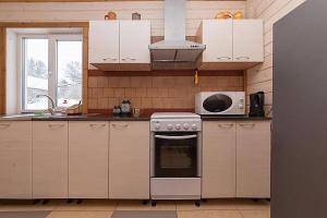 Kuchyňa alebo kuchynka v ubytovaní Kafarov