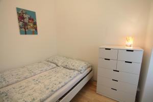 Ein Bett oder Betten in einem Zimmer der Unterkunft Moderne Altbauwohnung