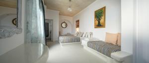A seating area at Vallas Apartments & Villas