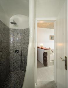 A bathroom at Vallas Apartments & Villas