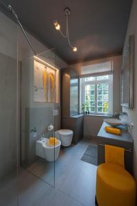A bathroom at Ferienwohnung KunstQUARTIER03