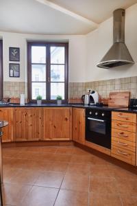 Küche/Küchenzeile in der Unterkunft Royal Route Residences