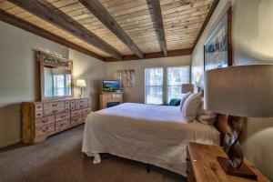 A bed or beds in a room at Amazing Condo With Loft | Lakeland Village Resort At Heaven Condo