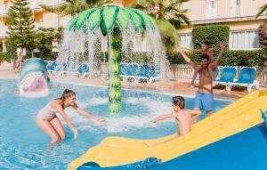 The swimming pool at or near Club del Sol Aparthotel
