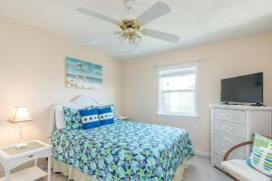 A bed or beds in a room at 12 Seabreeze Lane