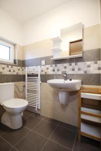 Koupelna v ubytování Apartmány včelka