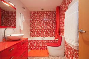 A bathroom at Top Duplex apartment close to the beach and center