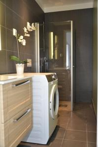 A bathroom at Forenom Serviced Apartments Oslo S